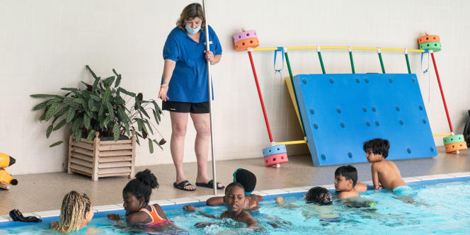 Refugee children learning to swim at the Hardt swimming pool in Strasbourg